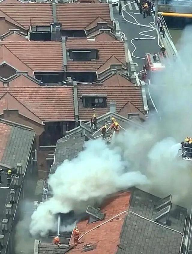 位于虹口区九龙路上的一个老式民宅起火